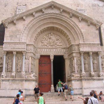 Städte und Kultur - Arles Portal St Trophime - Reiseleiter Provence